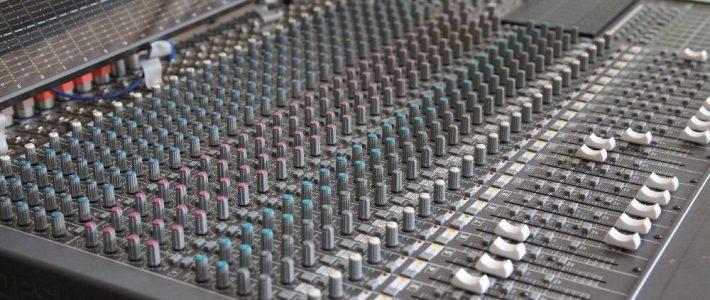 Mischpult für die Tontechniker