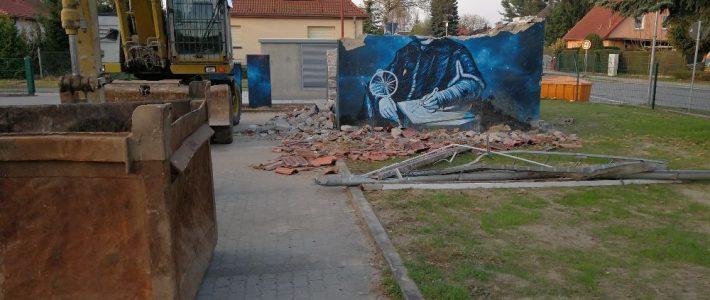 Kopernikusbild auf dem Trafohaus verschwindet